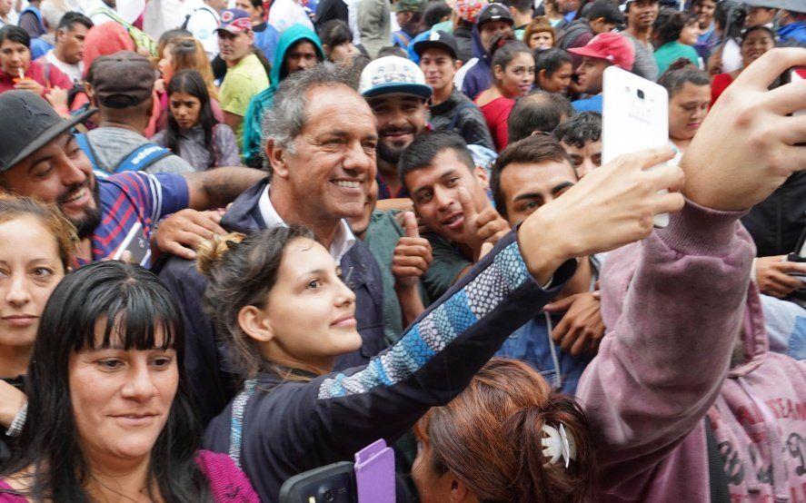 Scioli cuestionó el rumbo del Gobierno de Macri desde la calle
