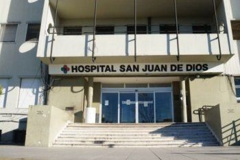 El hombre apuñalado fue derivado al Hospital San Juan de Dios, donde murió
