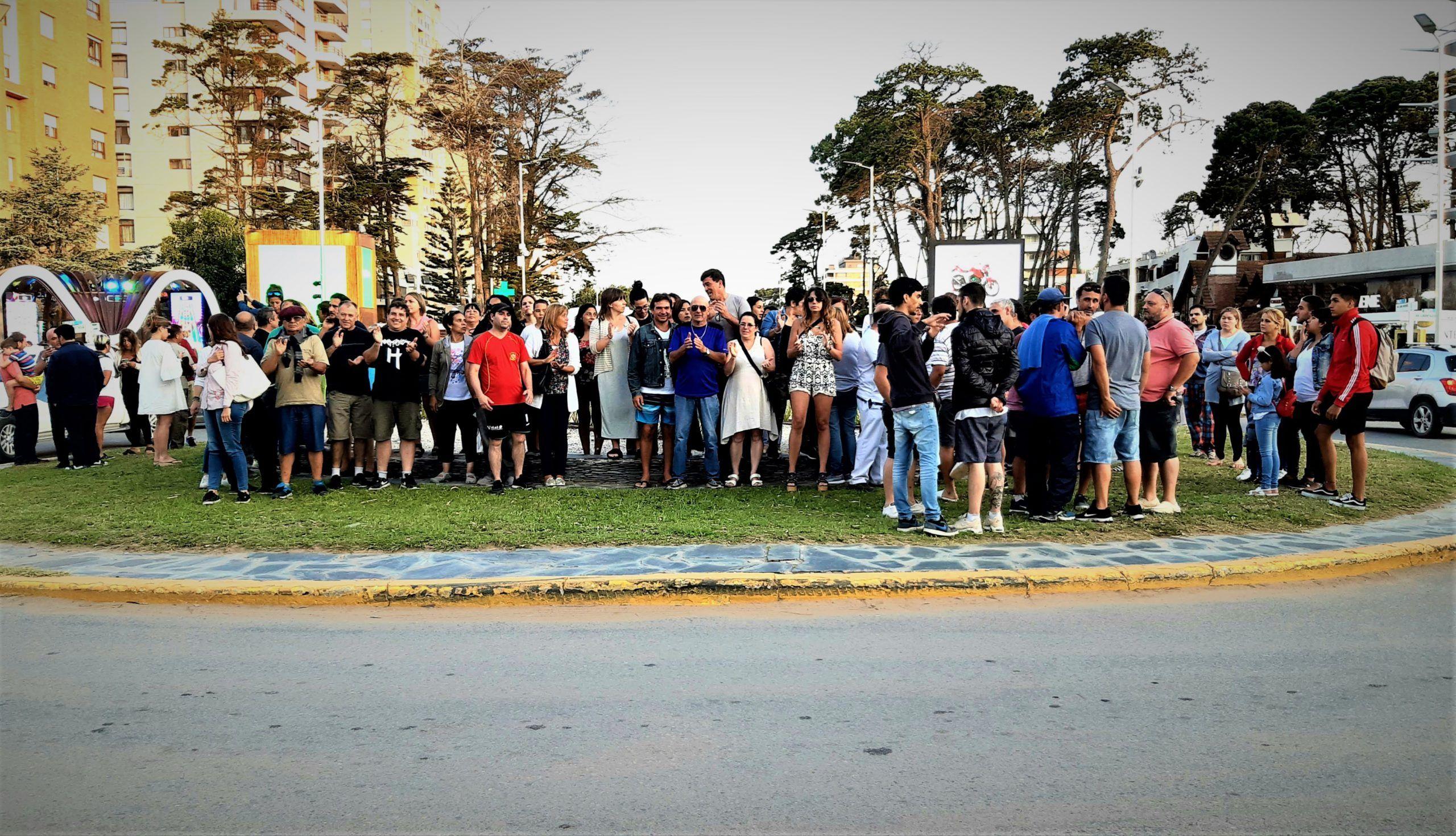 El conflicto en Pinamar por el atraso de los pagos de sueldos municipales va en aumento y durante el fin de semana se sucedieron protestas. Foto: Pinamar Diario.
