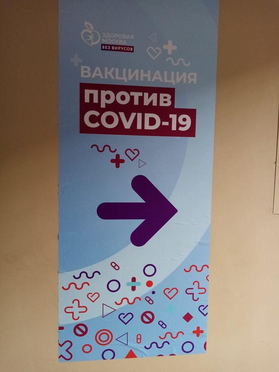 Otro usuario de Twitter aportó la imagen de un cartel ruso que también abona la teoría de Kreplak acerca de la similitud gráfica de ambas campañas