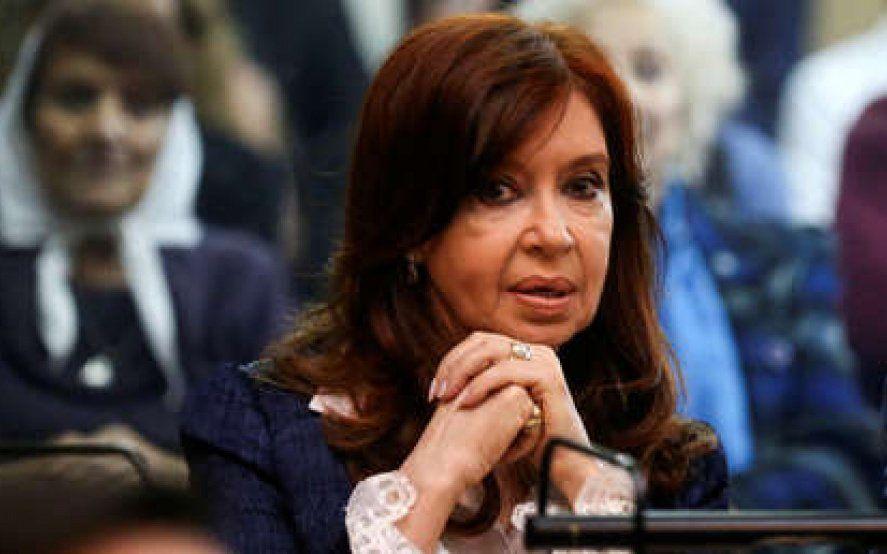 Cuadernos: revocaron los procesamientos de Cristina Kirchner y de un directivo de Techint en un tramo de la causa