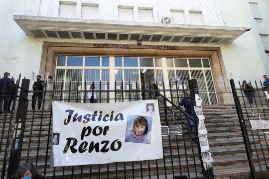 Por la muerte de Renzo, el nene de 7 años que cayó de un balcón, hubo absoluciones