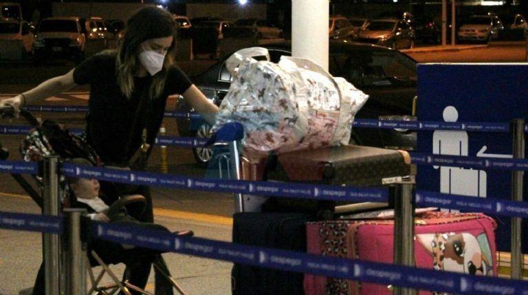 La actriz en el Aeropuerto, lista para viajar a Miami.
