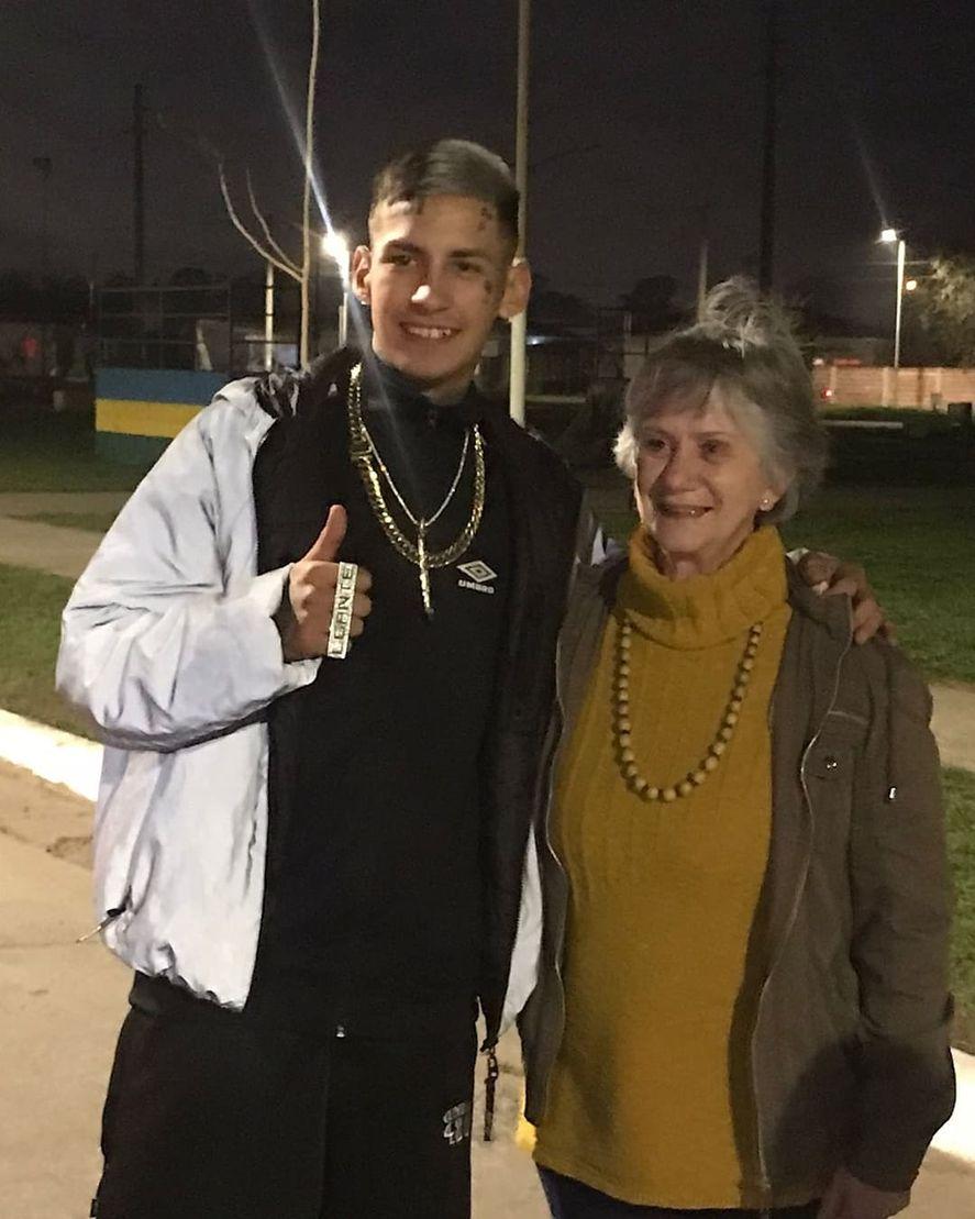 Modo fan: senadora bonaerense se sacó una foto con L-Gante