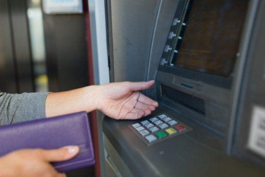el banco central refuerza la recarga de cajeros para garantizar efectivo en semana santa