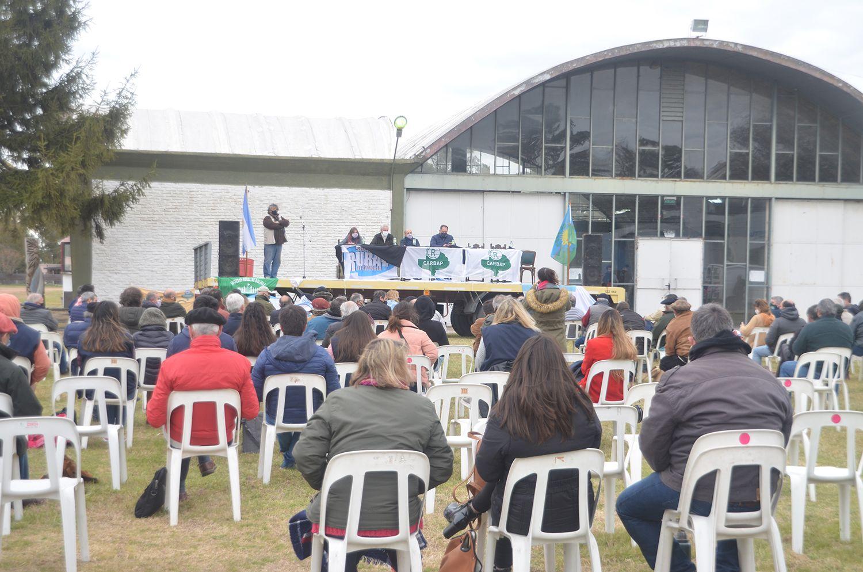 Productores y otros representantes de la cadena de la carne debatieron en el plenario de CARBAP en Olavarría
