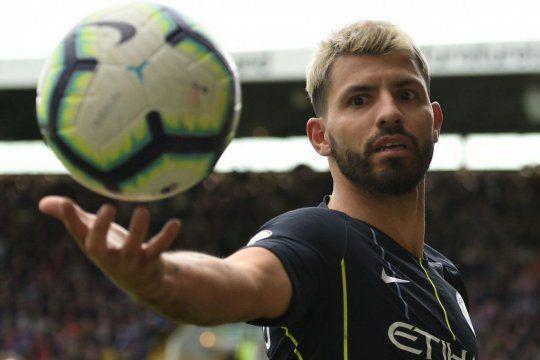 El dueño de la pelota: el Kun deja el City en modo Rey absoluto.