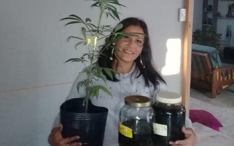 """""""Los abrazo con el corazón"""", la alegría de la abuela cultivadora tras recuperar sus plantas de cannabis"""