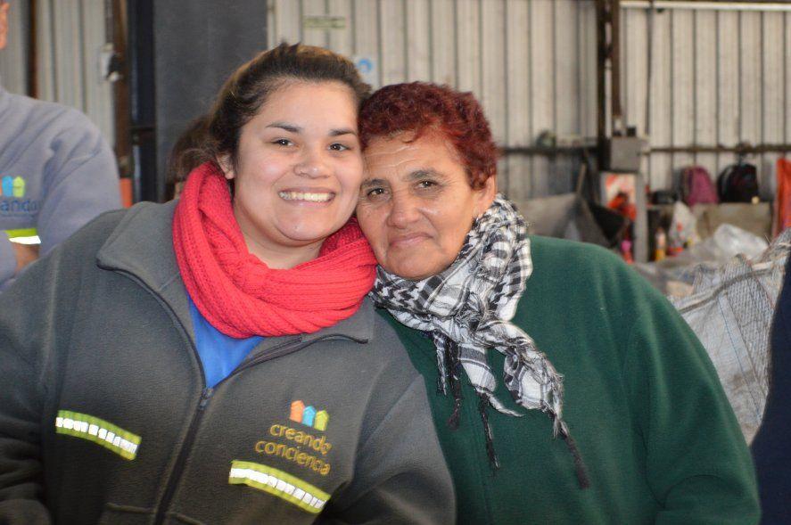 Dos integrantes de la Cooperativa Creando Conciencia
