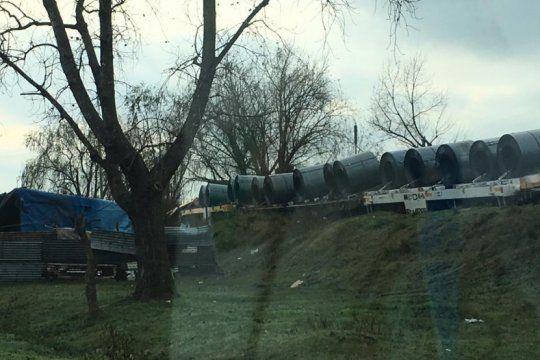 descarrilo un tren de carga en la plata y casi vuelca cerca de un grupo de viviendas