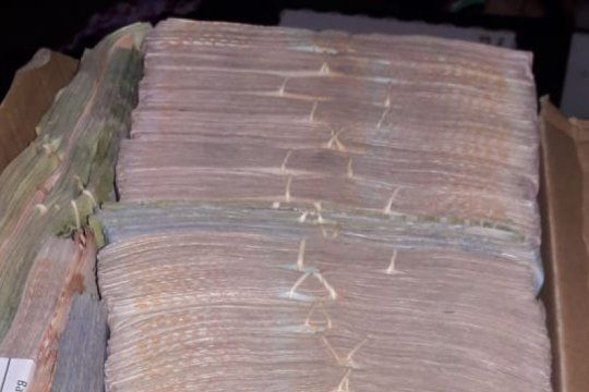 le allanaron la casa por unas amenazas y encontraron casi 3 millones de pesos y hojas de coca