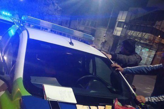 la plata: en operativo de control cayeron dos hombres con drogas y un listado de clientes