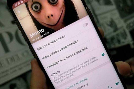 el momo de whatsapp: que puede generar en ninos y jovenes el aterrador personaje viral