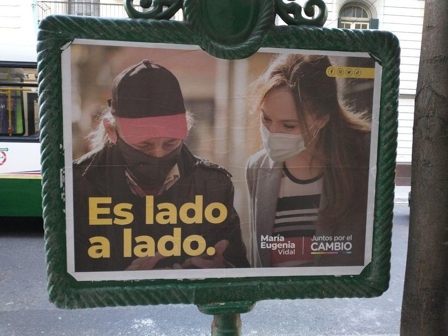 Es lado a lado: El ambiguo slogan de campaña de María Eugenia Vidal