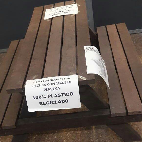 Con las botellas de amor se fabrica madera plástica (Foto: Fundación Botella de Amor)
