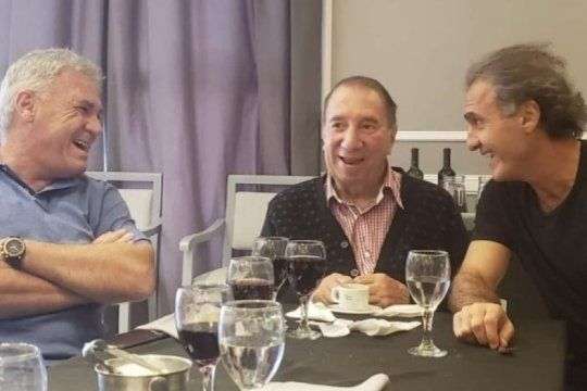 buenas noticias: carlos bilardo sigue mejorando y se reunio con los campeones del ´86