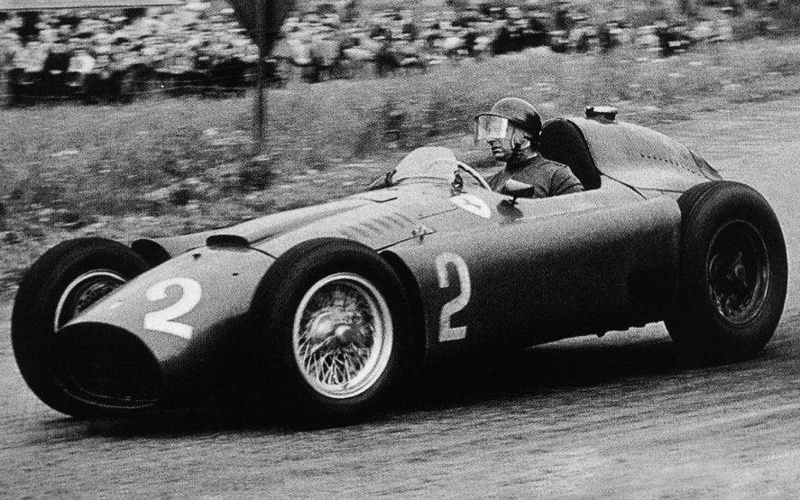 La vida de Fangio llega a Netflix de la mano de la hija de Macri