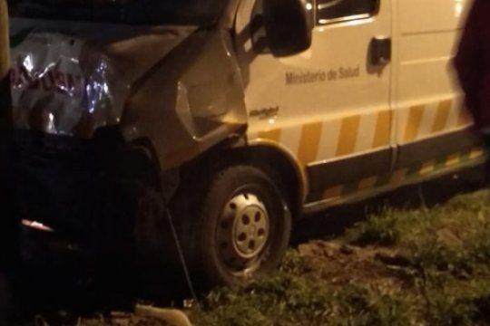 chocaron una ambulancia, una moto y un auto en la plata: cuatro heridos