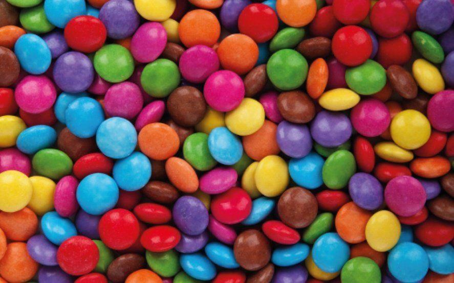La Anmat prohibió la venta en todo el país de unos confites de chocolate y un orégano deshidratado