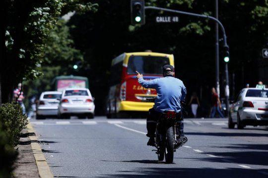 conoce el novedoso sistema que permite detectar motociclistas sin casco en tiempo real