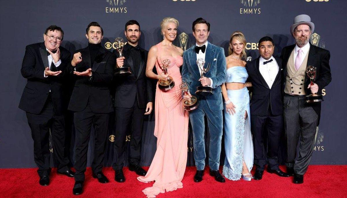 premios emmy 2021: the crown y gambito de dama fueron las mas premiadas
