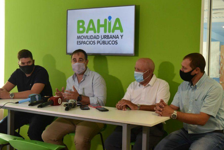 Polémica en Bahía Blanca: Gay entregó dos líneas de colectivos
