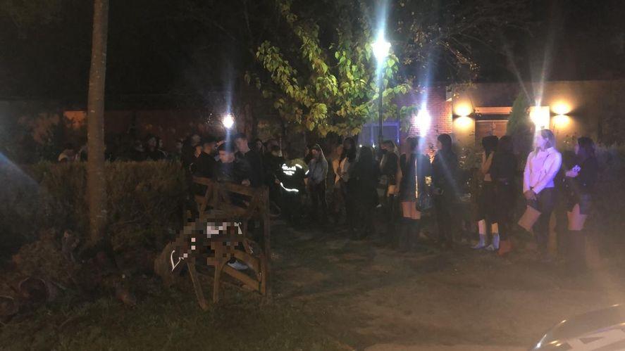 Brandsen: desarticulan una fiesta clandestina a la que asistieron un centenar de platenses
