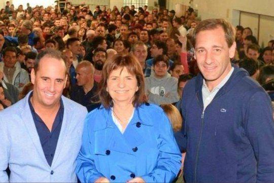 El funcionario municipal de La Plata Mauro Palumno junto a su referente nacional Patricia Bullrich y al Intendente de La Plata Julio Garro