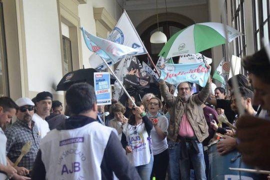 conflicto salarial: judiciales estallaron de bronca contra el ministro ferrari y convocaron a un nuevo paro
