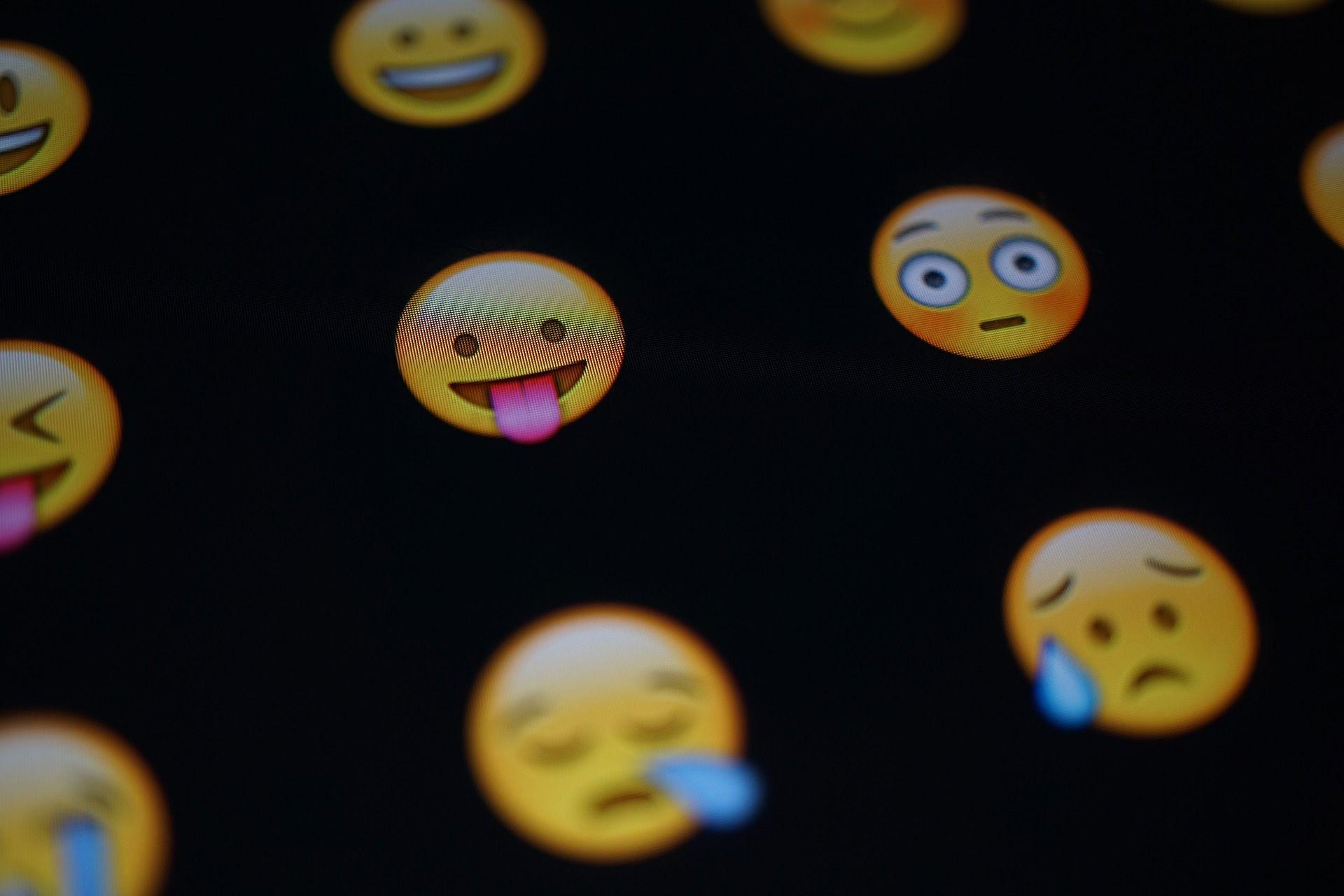hoy es el dia mundial del emoji: ¿por que se celebra y cuales son los mas usados en argentina