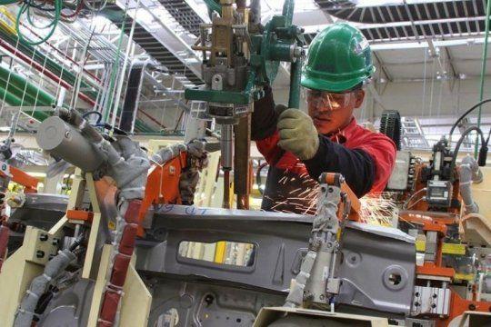 desplome sin fin: la actividad economica cayo 4,8% en febrero y acumula diez meses de baja
