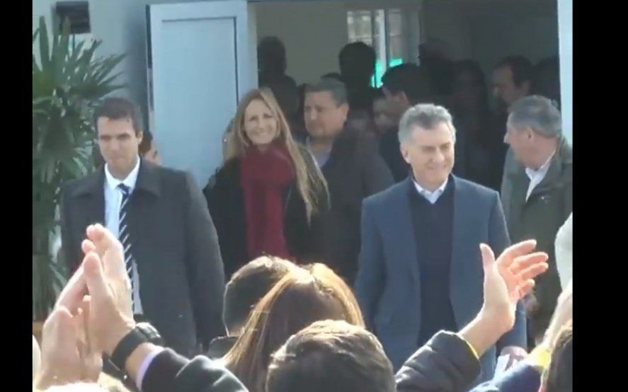 """""""Un gato en la ciudad"""": otra vez le dedicaron un tema a Macri en pleno acto"""