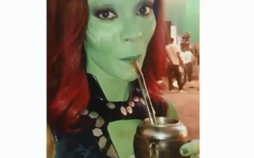 ¡Bien argenta! Gamora probó el mate en el set de Avengers Endgame y enloqueció a sus fans argentinos