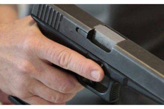 La entradera fue ayer en Bernal. Actuaron dos ladrones con armas de fuego