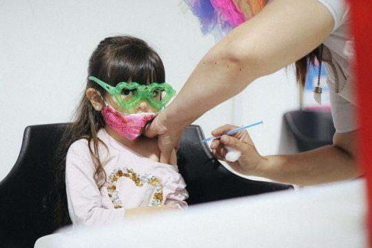 Los niños y niñas de 3 a 11 años podrán vacunarse contra el coronavirus en las escuelas que se registren para las jornadas especiales.