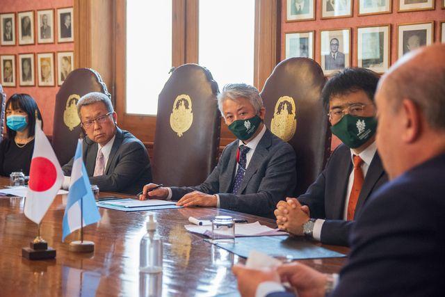 Japón invirtió millones de dólares en la UNLP para el desarrollo de vacunas.