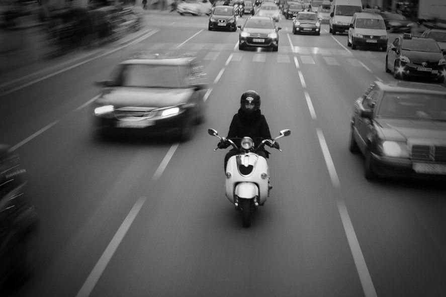 Para circular por la vía pública los vehículos eléctricos deben contar con patente y los conductores con licencia de conducir