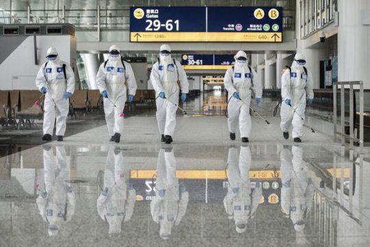 Los astronautas, como denominan a trabajadores de aeropuertos en China.
