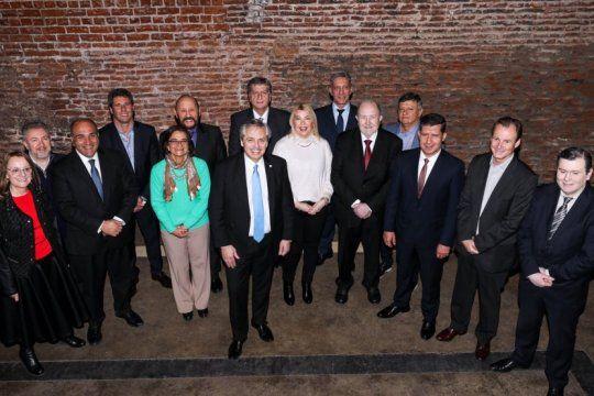 alberto fernandez ya tiene la foto con los gobernadores peronistas de cara a las paso