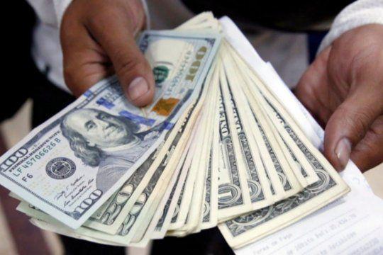 El dólar blue cerró el mes al mismo valor que el solidario