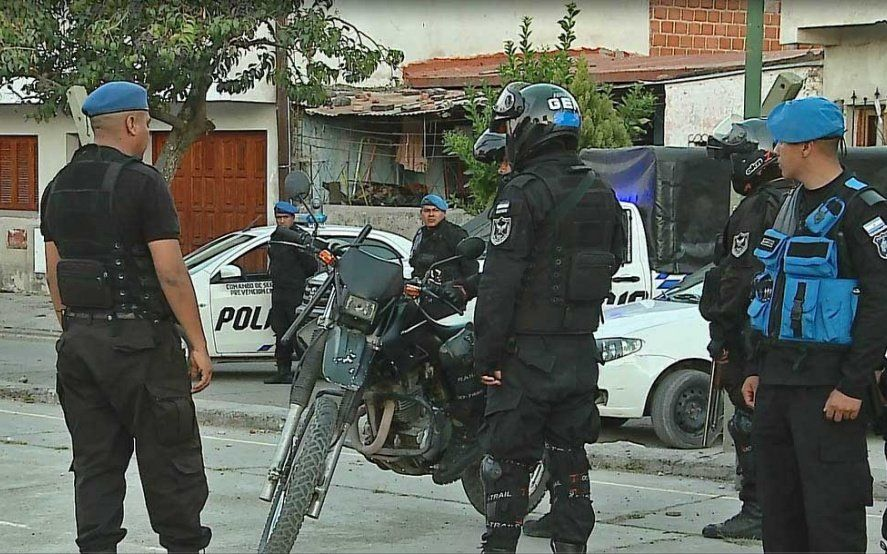 Sin control: atacan a un fiscal de San Isidro y a un grupo de policías durante un allanamiento