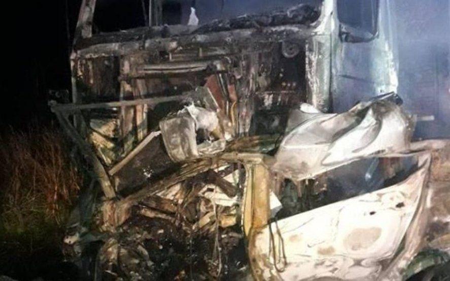 San Miguel del Monte: choque entre dos camiones y un auto dejó el lamentable saldo de cuatro muertos