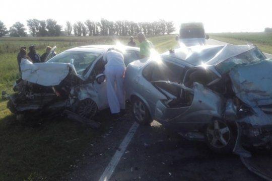 tres arroyos: un choque frontal entre dos autos dejo el saldo de seis muertos