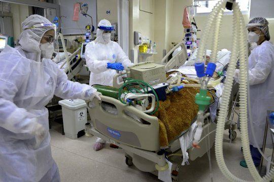 Los hospitales de la provincia ruegan a la población extremar cuidados para evitar un colapso frente al aumento de casos