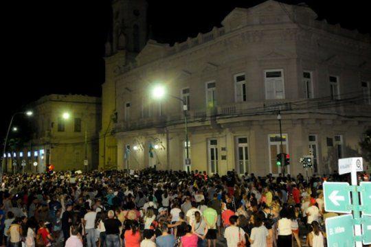 masiva marcha del silencio en junin tras el abuso y asesinato de la menor camila borda