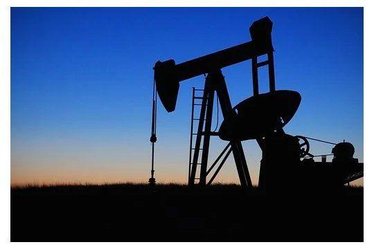 La extracción de petróleo se lleva a cabo de acuerdo a las características propias de cada yacimiento.
