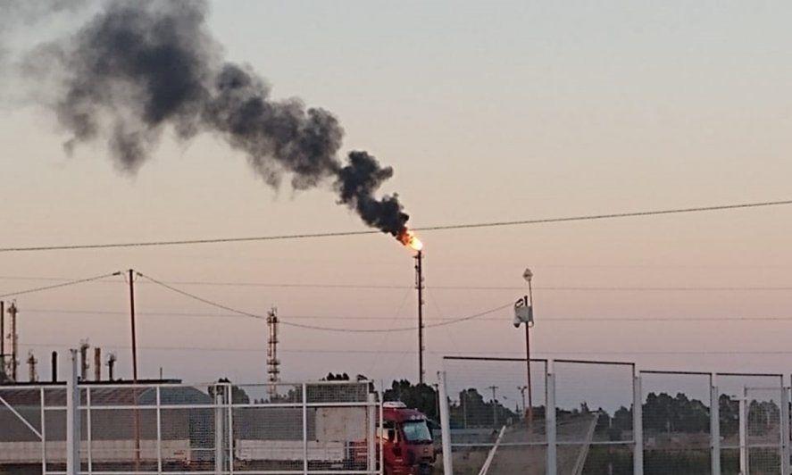 Podrá haber actividad inusual en la planta de Bahía Blanca durante todo el día (Foto: La Brújula 24)