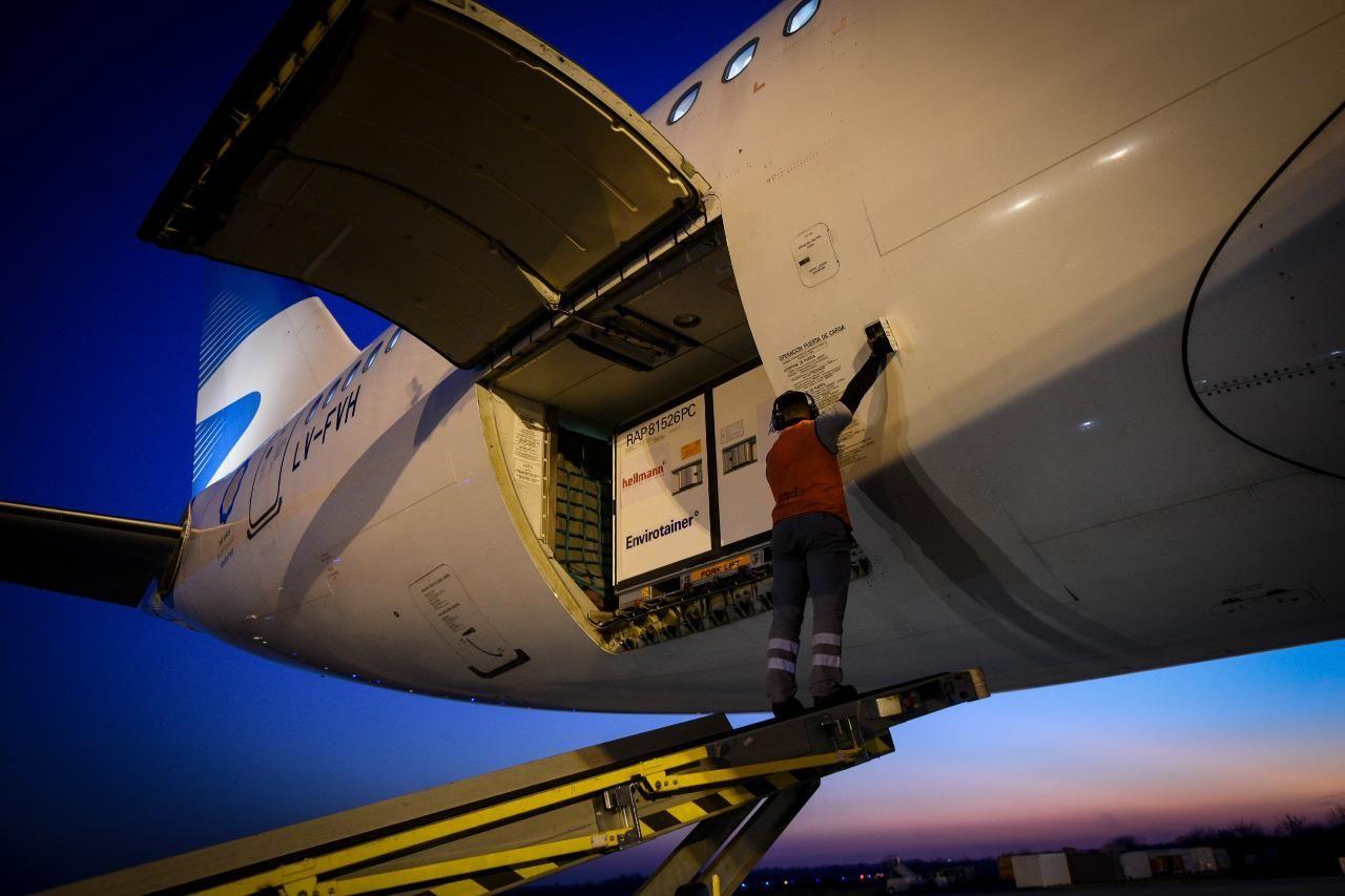 Hoy por la tarde llega el primer vuelo con 1,4 millones de vacunas