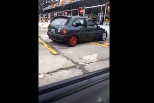 ?¿tanto lo vas a planchar al auto, pipistrela??: el insolito hilo viral que muestra los contras de tener el auto cerca del piso