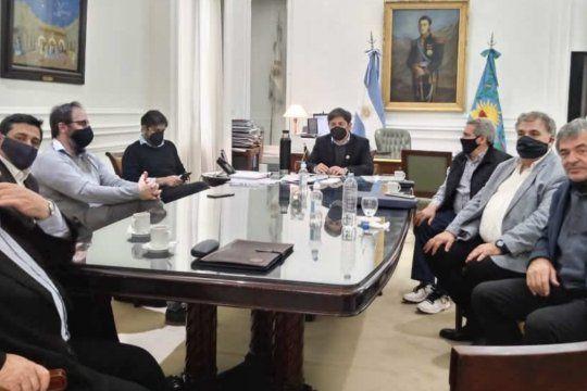 Kicillof junto a los representantes de las entidades combustibles.